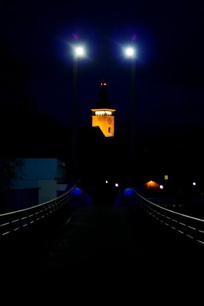 Netradiční pohled na Černou věž
