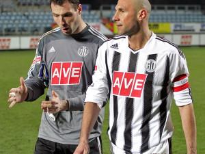 Nejen kapitán Dynama Roman Lengyel s gólmanem Michalem Daňkem mají po zápase v Liberci o čem přemýšlet