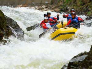 Posádka Hanace Rafters během závodu ČP na řece Labe