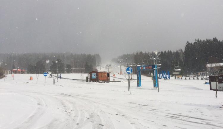 Ve Skiareálu Lipno spustili sněžná děla