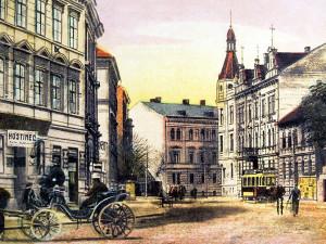 Žižkova třída po roce 1909, v tom čase třída Schmerlingova, ve směru od Černého koníčka do města