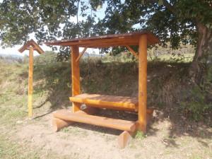 Informační cedule a lavičky