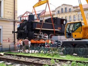 Stěhování lokomotivy 310 (mašinky či kafemlejnku) dne 4. září 2009 z Budějc do Lužné.