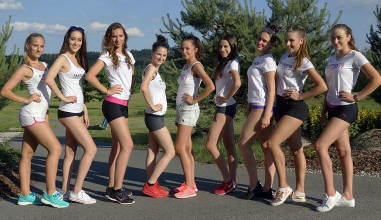 Nejkrásnější maturantky se opět sjely na jih Čech. Čeká je náročný kemp