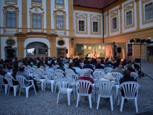 Divadlo na nádvoří borovanského kláštera.