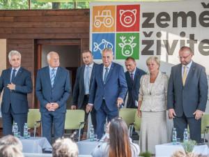 Zleva Milan Štěch, Václav Klaus, Miloš Zeman, Ivana Stráská a Jan Bartošek.