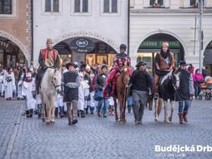 Loňský příjezd tří králů na budějcké náměstí a zahájení největší charitativní sbírky v České republice.