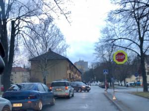 Nové značení v Neplachově ulici směrem k hřbitovu.