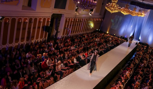 Český Krumlov ozdobí dvoudenní módní show. Poté se přesune do Českých Budějovic