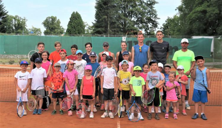 Děti si mohou prázdniny užít v tenisovém kempu budějckého klubu LTC