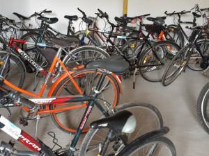 Po třech letech skladování mohou být kola nabídnuta k prodeji.