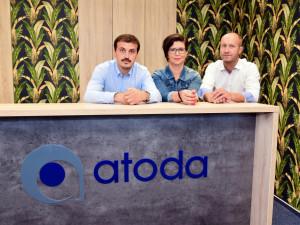 Na snímku zleva jsou: ředitel call center ATODY Václav Kroneisl, manažerka pro provoz českobudějovického call centra Jitka Bezemková a ředitel společnosti ATODA Tomáš Kruppa.