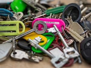 Klíče patří mezi nalezené věci, které lidé nejčastěji přinášejí na českobudějovickou radnici.