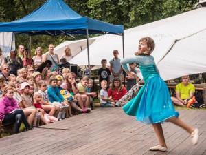 Festival bude slavnostně zahájen vpátek 10. srpna od 13 hodin a potěší všechny milovníky loutek, divadla, hudby, baletu, nového cirkusu, výtvarného i jiného umění a hlavně kvalitní zábavy.