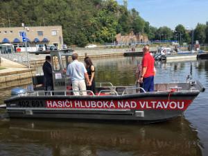 Nový člun budou hasiči využívat nejen pro běžné zásahy, ale i při povodních