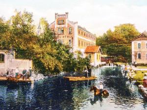 Mlýnská stoka, dříve Mlýnsky potok, proti proudu na Senovážném náměstí.