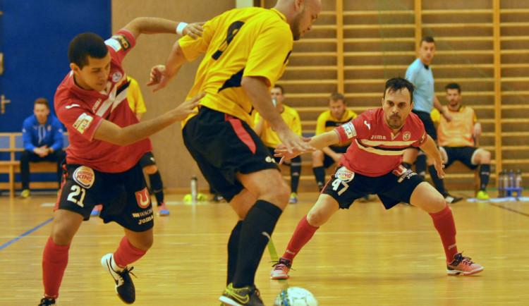 Futsalisté Dynama se vrátili z Liberce s prázdnou. Trpkou premiéru podtrhly penalty v závěrech poločasů