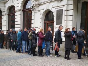 V Brně se na mince stojí fronty.