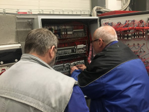 Kontrola elektronické řídíci jednotky během uvadeni do provozu
