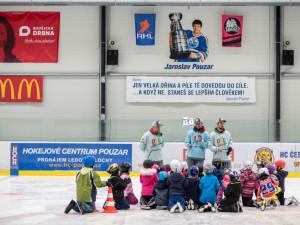Ze začátečníků udělají budoucí hvězdy. V Hokejovém centru Pouzar rozjeli projekt Děti do bruslí