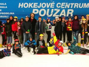 Děti z dětského domova v Hokejovém centru Pouzar