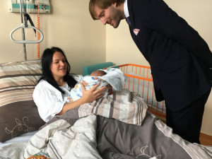 Ministr zdravotnictví Adam Vojtěch navštívil na Nový rok budějckou porodnici