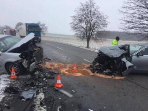 Střet dvou osobních aut u Lišova.