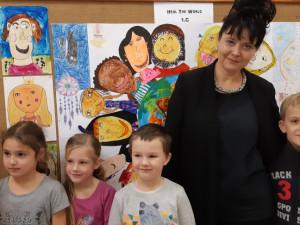 Žáci rudolfovské základy malují pro UNICEF