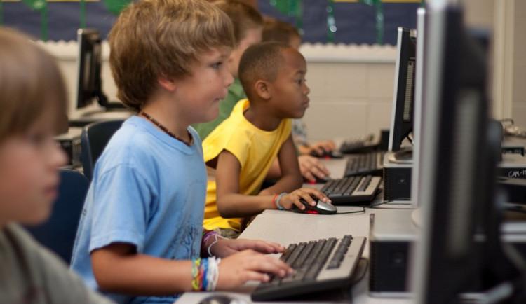 Na základních školách roste zájem o výuku ruštiny. Favoritem je stále angličtina