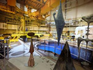 Poutníci atomové paměti se jmenuje výstava akademického sochaře Petra Fidricha v Infocentru Jaderné elektrárny Temelín.