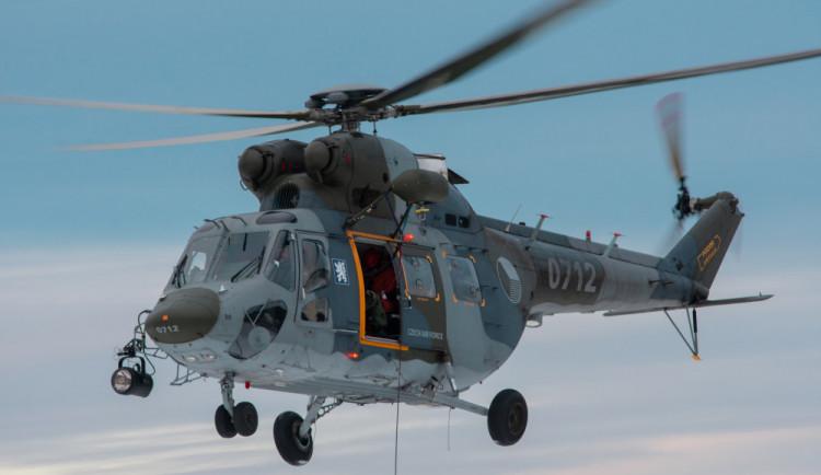 Pro těžce zraněného muže na Kleti letěl vrtulník