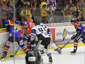 Urputný čtvrtfinálový souboj mezi budějckými a havířovskými hokejisty
