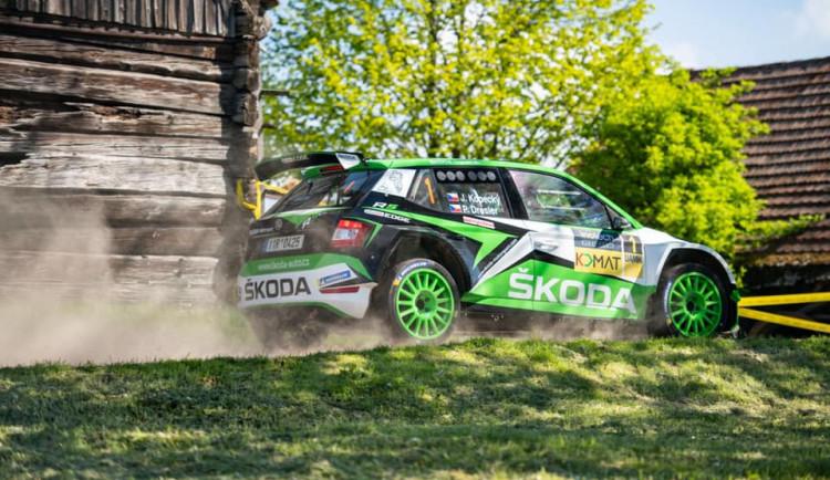FOTO: Úspěšná premiéra nové soutěžní Fabie. Kopecký ovládl Rallye Český Krumlov, Pech havaroval