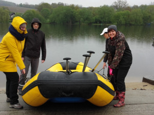 Na čištění Vltavy se vydali dobrovolníci z Jaderne elektrarny Temelin