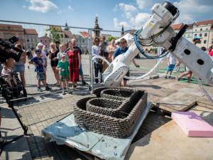 V Budějcích začal sochařský festival, sochy tiskne i robot