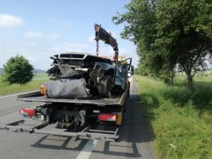 Na Strakonicku se stala tragická dopravní nehoda. Po nárazu do stromu zemřeli dva lidé