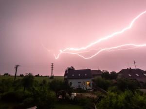 Jih zasáhnou silné bouřky, meteorologové vydali výstrahu