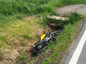 Na Písecku se stala tragická dopravní nehoda. Po nárazu do betonového mostku zemřel motorkář