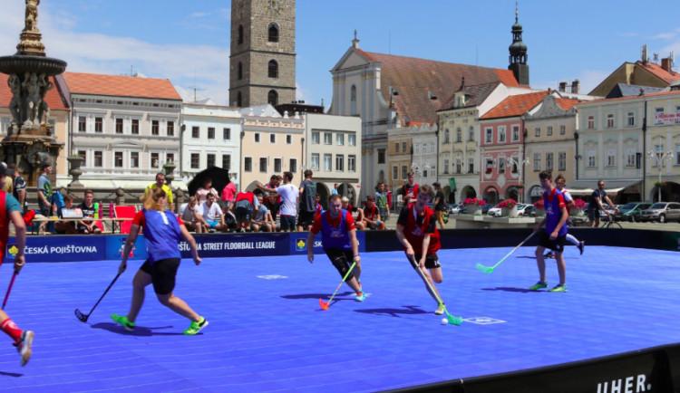 Na náměstí v Budějcích bude dnes o zábavu postaráno. Startuje Street Floorball League