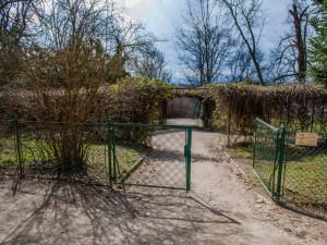 Dolní zahrada bude otevřena déle