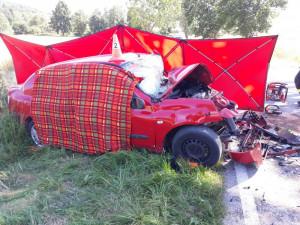 Na Strakonicku se srazila dvě auta. Jedna osoba zemřela, další tři jsou těžce zranění