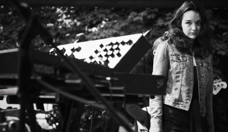 FOTO: Hard to Frame v čele s úžasnou zpěvačkou odehráli skvělý koncert u KD Slavie