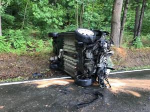 U Hrdějovic narazilo auto do stromu, řidiči musejí počítat s omezením