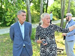 Andrej Babiš se starostkou Cehnic Helenou Sosnovou.