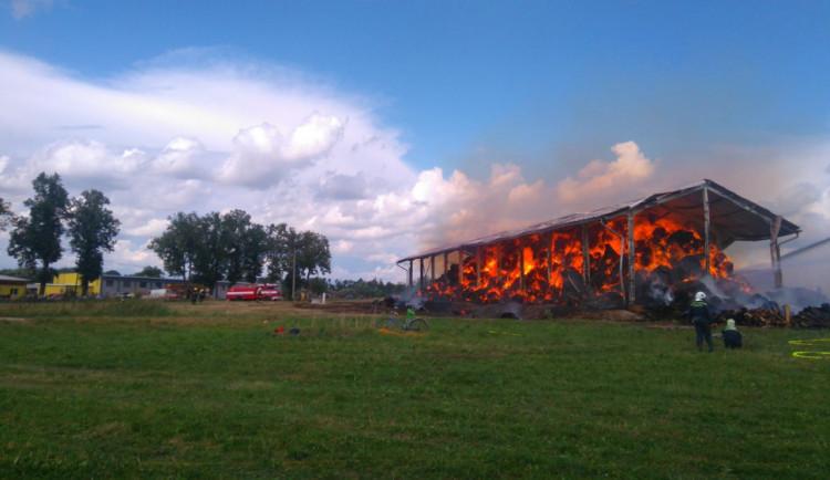 Na Strakonicku hořel sklad. Škoda přesahuje dva miliony korun