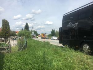 Krátce před polednem havaroval v Litvínovicích u Normy autobus s náklaďákem.