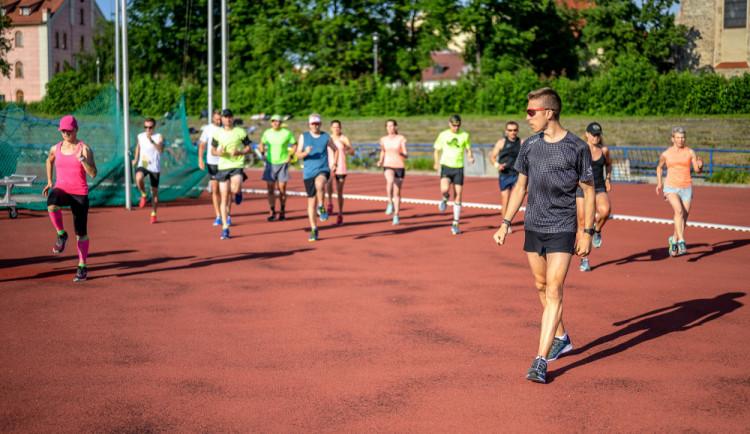 BĚHÁME S DEJVEM: Posilování a trénink kopců