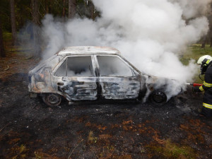 Muž šel na houby, mezitím mu shořelo auto