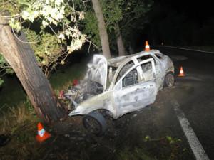 U Munic hořelo auto, zranil se řidič i spolujezdec