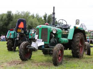 Burácejícím traktorům fandily v Dráchově stovky lidí